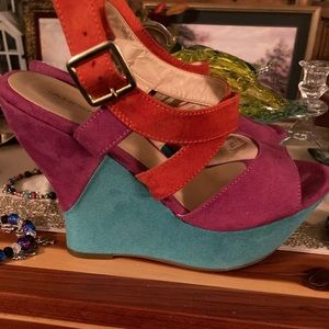 Andrea Red & Pink & Teal Wedges